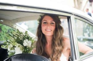 natural wavy hair for the bride on her wedding day